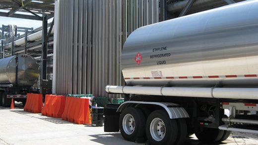 Interim gas flow outages utilizing 2-80 K vaporizers